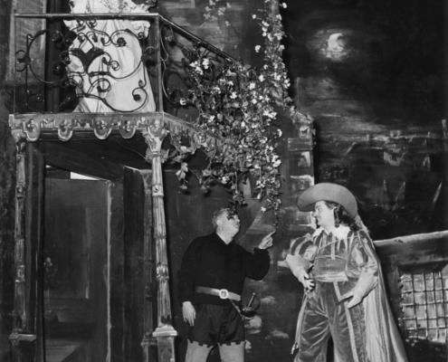 Foto sezione teatro Sergio Fantoni: 1953 Cyrano de Bergerac di Edmond Rostand. Regia di Raimond Rouleau. Con Gino Cervi, Edda Albertini, Paolo Carlini, Tino Buazzelli, Dina Sassoli. 1953.