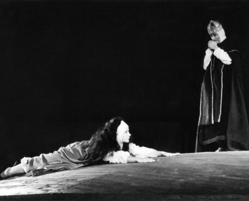 Misura per Misura di William Shakespeare. Regia di Luca Ronconi. Con Valentina Fortunato, Massimo Girotti, Mario Scaccia. 1967.