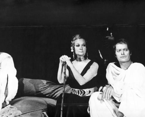 Caligola di Albert Camus. Regia di Giancarlo Sbragia. Con Ivo Garrani (sostituito da Sergio Fantoni nella ripresa), Valentina Fortunato, Giancarlo Sbragia. 1971.