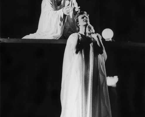 La tempesta di W. Shakespeare. Traduzione di Fernanda Pivano. Regia di Virginio Puecher. Con Mattia Sbragia, Valeria Ciangottini e la compagnia degli Associati. 1975.