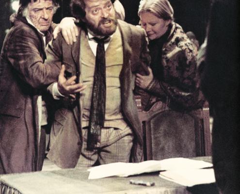 Zio Vanja di Anton Čechov. Regia di Virginio Puecher. Con Valentina Fortunato, Valeria Ciangottini, Gianni Garko, Nico Pepe. 1975.