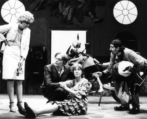 1989. Vita natural durante di Manlio Santanelli. Regia di Sergio Fantoni. Con Marina Confalone.