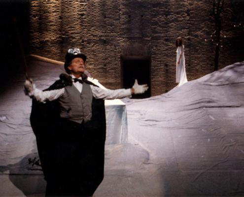 Il lungo pranzo di Natale di Thornton Wilder. Regia di Cristina Pezzoli. Con Bruna Rossi, Carola Stagnaro, Sergio Albelli e la compagnia del Teatro Due di Parma. 1994.