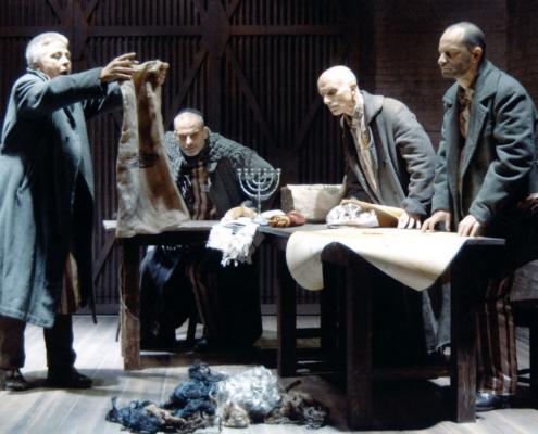 Processo a Dio Di Stefano Massini. Regia di Sergio Fantoni. Con Ottavia Piccolo, Vittorio Viviani, Silvano Picardi. 2006.